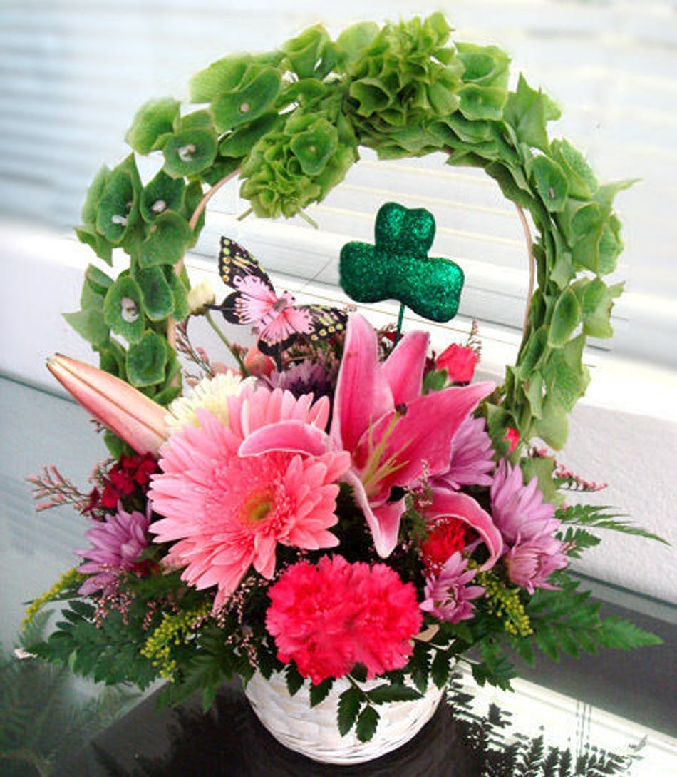 St Patricks Day Basket Of Luck Flowers Naples Flower Delivery